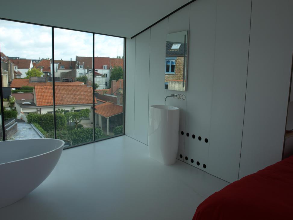 slaapkamer badkamer onder het dak